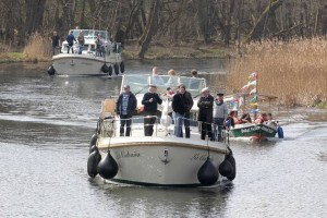 A boat rally celebrates the opening of the Finow Canal for the 2015 season. The association Unser Finowkanal continues its campaign for maintenance and regular operation of the canal, which the Federal waterway authority wishes to hand over to the region.